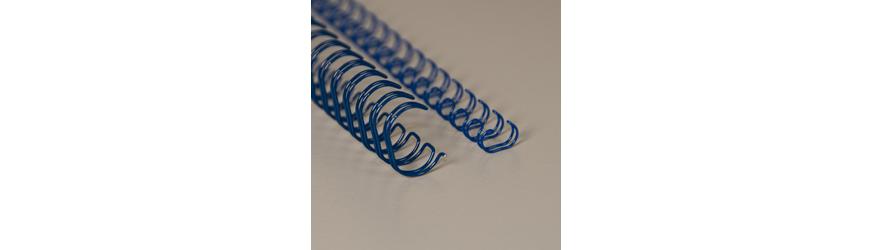 Siniset metallikamman (wire-o) pätkät